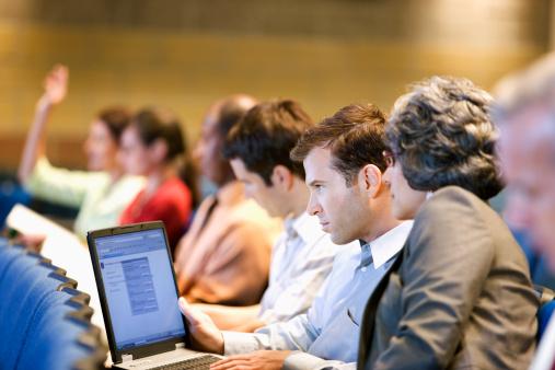 Cursos corporativos: idiomas, atendimento e soluções para sua empresa