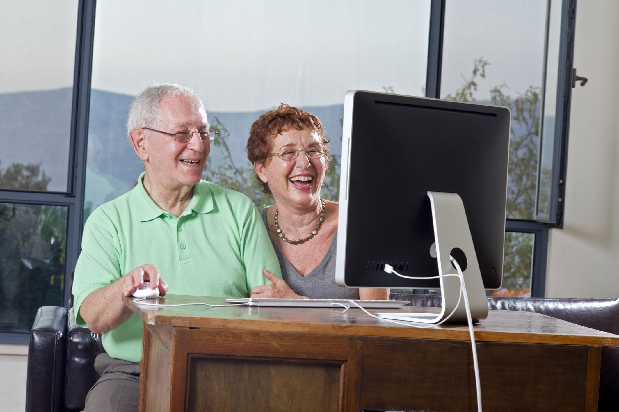 Aprender um segundo idioma beneficia saúde mental na velhice