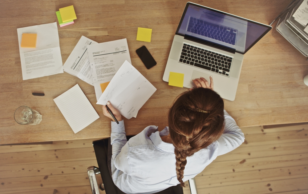 Revisão textual garante comunicação eficiente para empresas